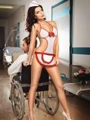 Vit sexig sjuksköterskenegligé