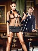 Svart sekreterarkostym med kritstreckrandig kjol